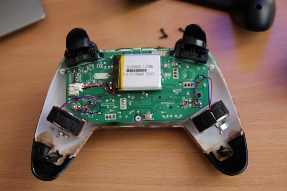 Gamepad_02.JPG.df8b927d4775a99084a98d6dbd871432.JPG
